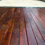 Czy drewno musi się starzeć? Jak je odnowić?