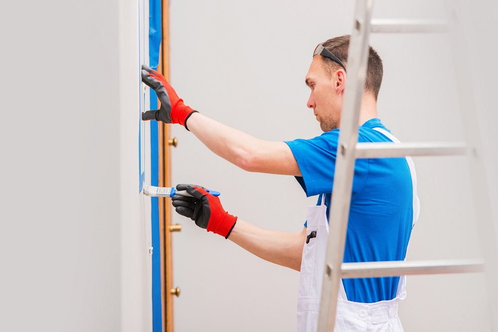 malarz w pracy